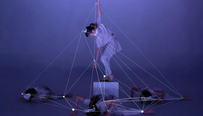 discrete figures : Une performance alliant danse et technologies